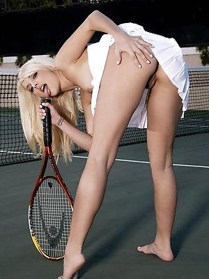 Jana Jordan serves up naked...